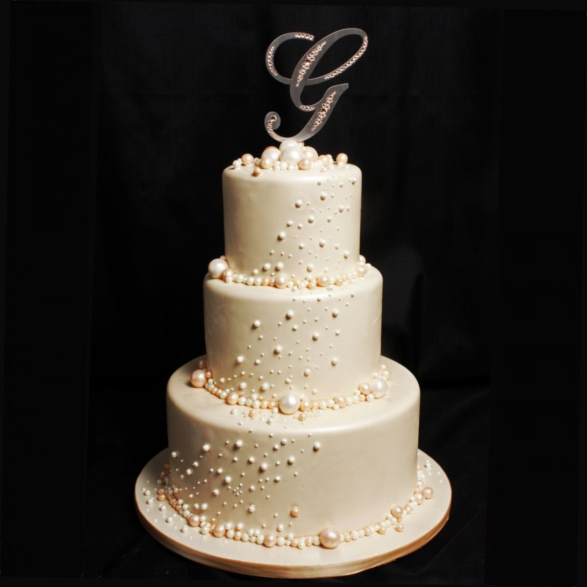 18 wedding cake designs to steal allfreediyweddings the extreme detail of the hundreds of pearls is perfectly offset with the neutral color of this elegant wedding cake junglespirit Choice Image