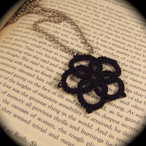Tatting a Flower Pendant