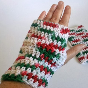 Christmas Quickies: 16 Quick Crochet Gifts from Easy Crochet ...