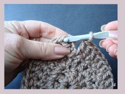 How to crochet in the round allfreecrochet close up ccuart Gallery