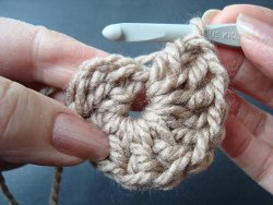 How to crochet in the round allfreecrochet make ccuart Gallery