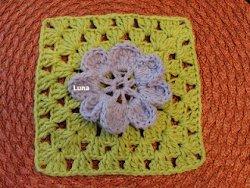 Granny with Flower AllFreeCrochetAfghanPatterns.com