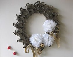 Fabulous Wreath from Toilet Paper Rolls