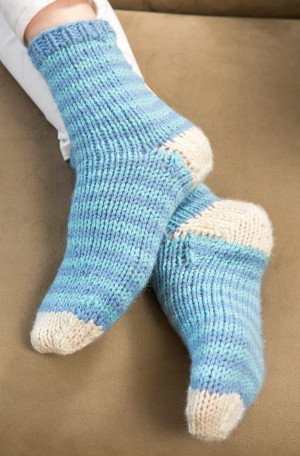 Simple Sock Knitting Patterns Beginner : Knitting in the Round: 10 Knit Sock Patterns and Knitted Slipper Patterns A...