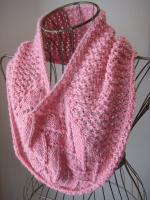 Strawberries and Cream Cowl