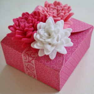 Pretty in Pink Flower-Topped Gift Box