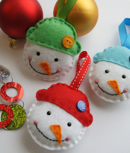 Holly Jolly DIY Christmas Ornaments: 12 DIY Christmas Crafts