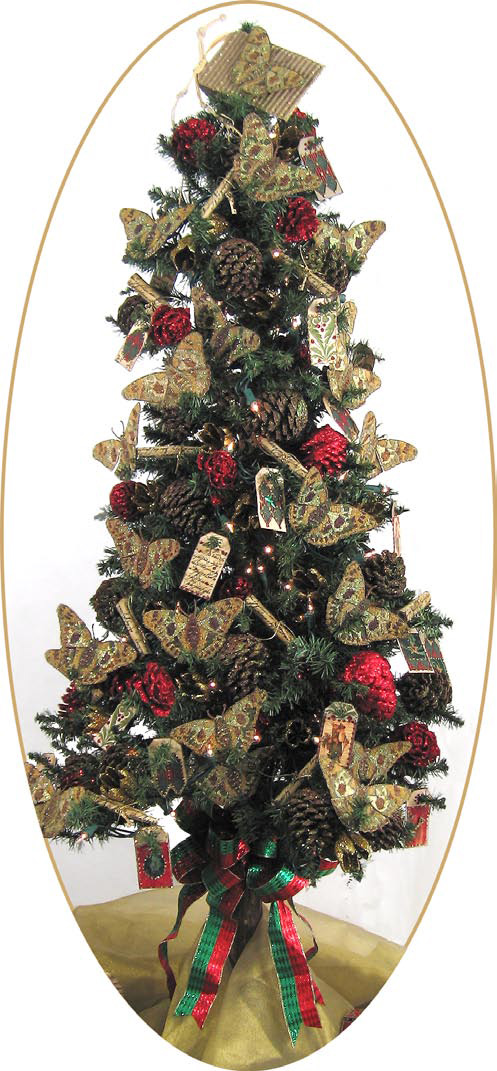 Christmas tree with decorated pine cones and fabric tag for Pine cone christmas tree craft