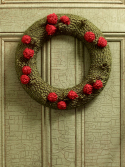 Christmas Yarn Wreath with Berries