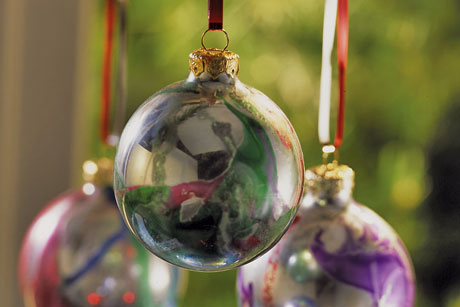 Mirrored Swirl Ornaments Welcome The Arrival Of Christmas Season By Making