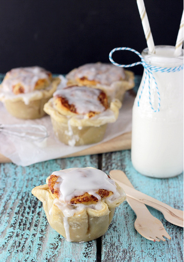 Cinnamon Roll Topped Apple Pie