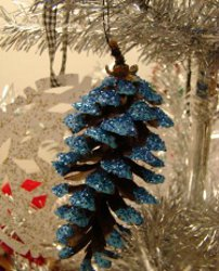 Glittery Christmas Pinecone Ornaments