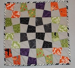 17 Haunting Halloween Quilt Projects