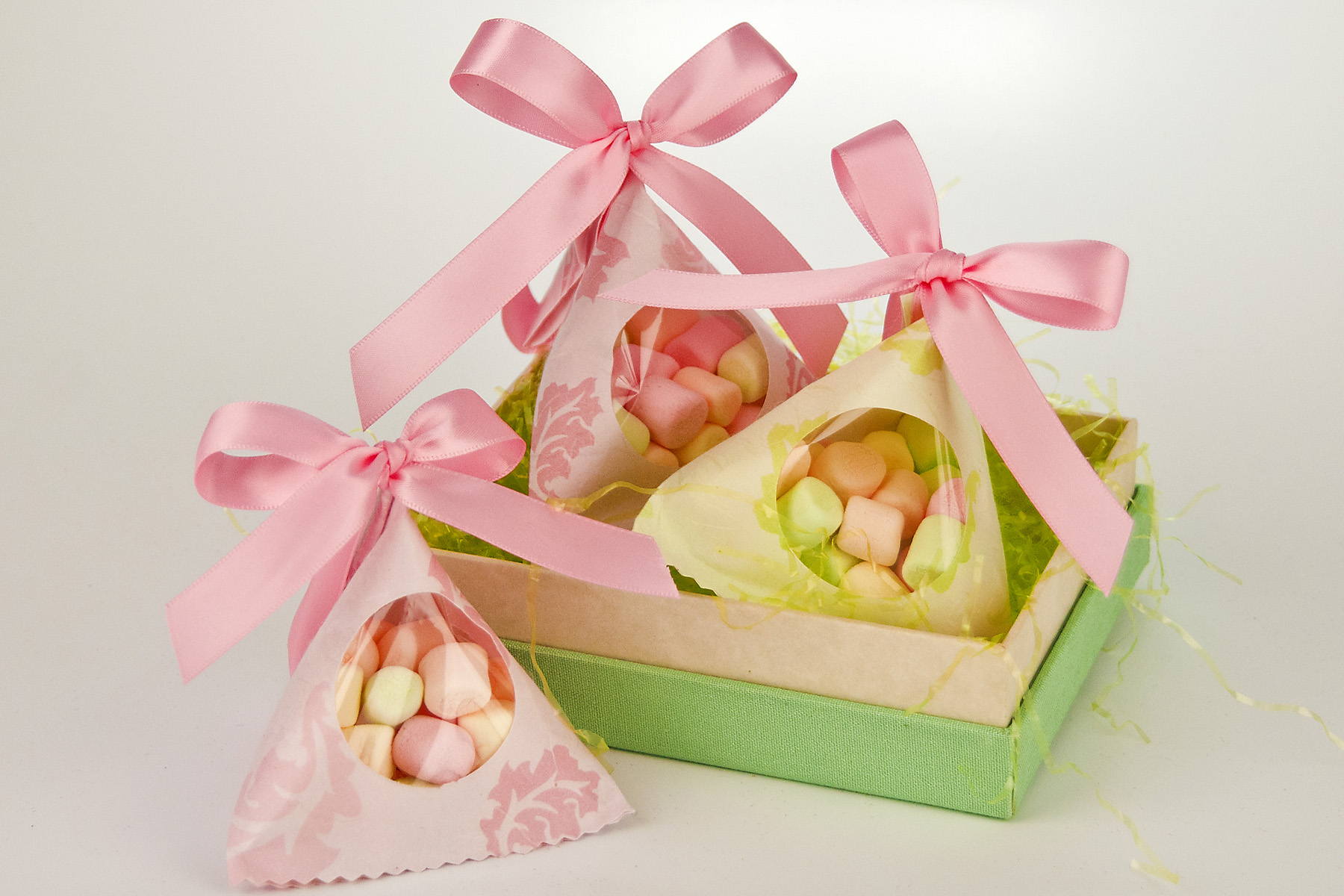 Easter Goody Bags, Favor Pails, Easter Cellophane Bags and More for Easter Candy and Sweet Treats! Easter candy and goodies deserve an adorable delivery to recipients and guests. Take a look at our selection of Easter favor boxes, cellophane bags and popcorn boxes to get you started.