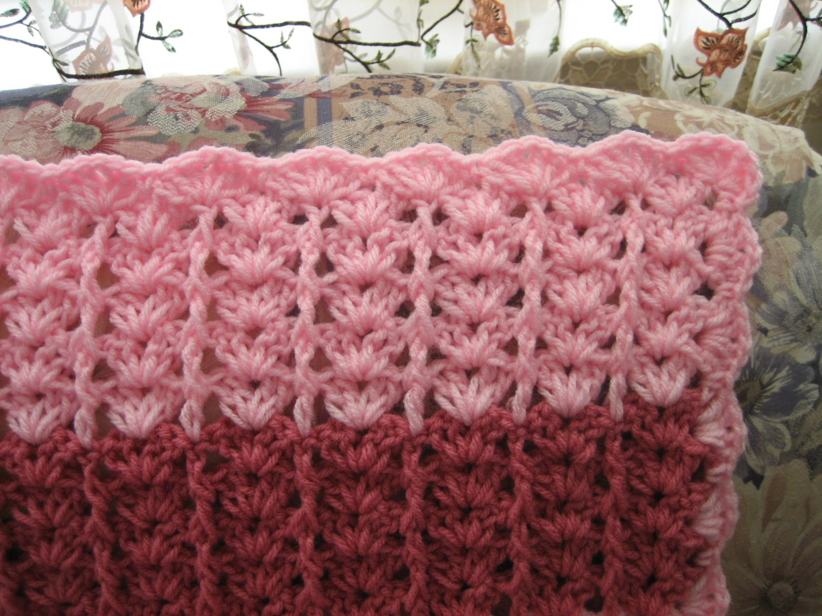Lacy shades of pink shells afghan allfreecrochetafghanpatterns lacy shades of pink shells afghan dt1010fo