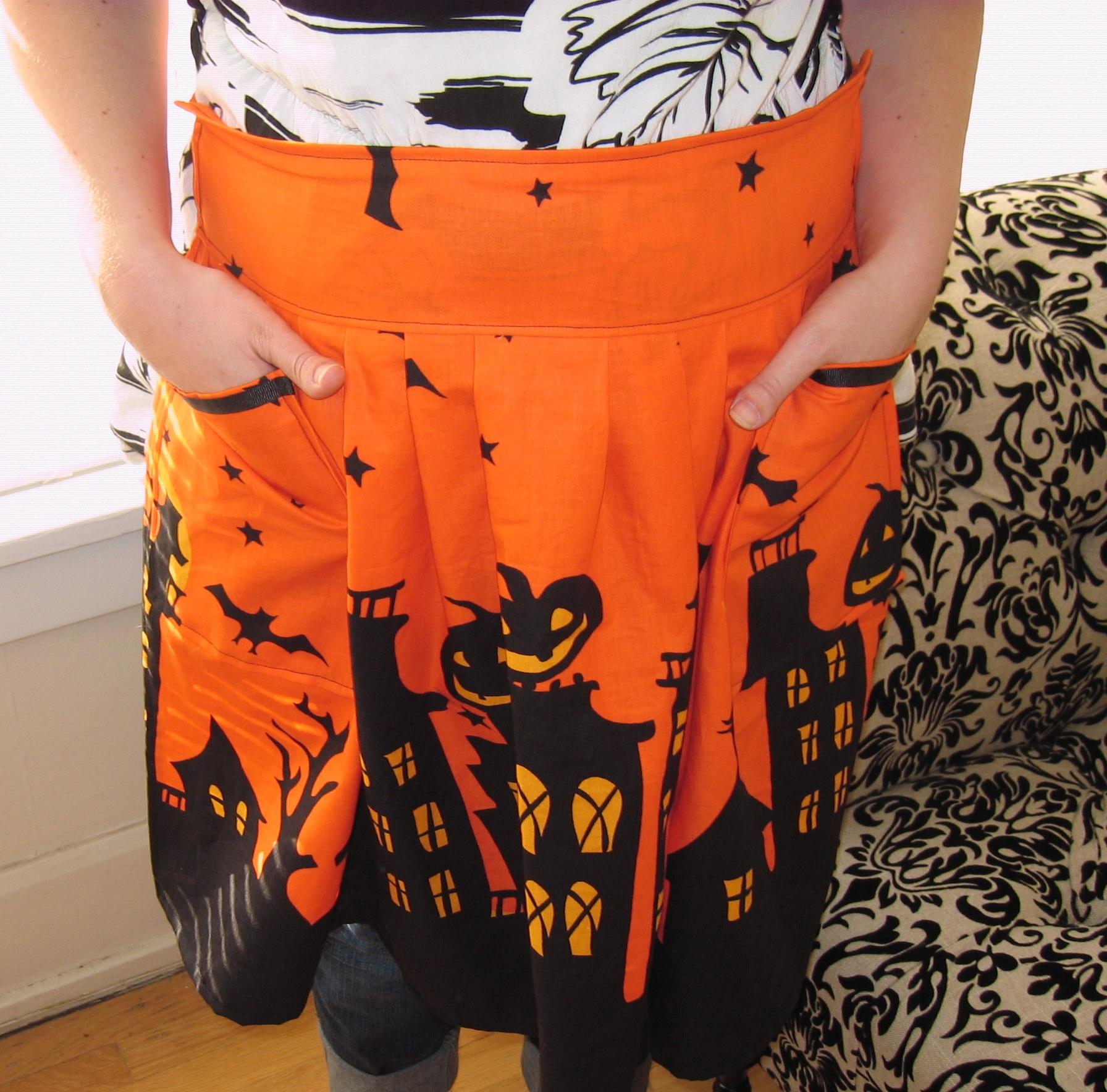 sewn halloween apron | favecrafts
